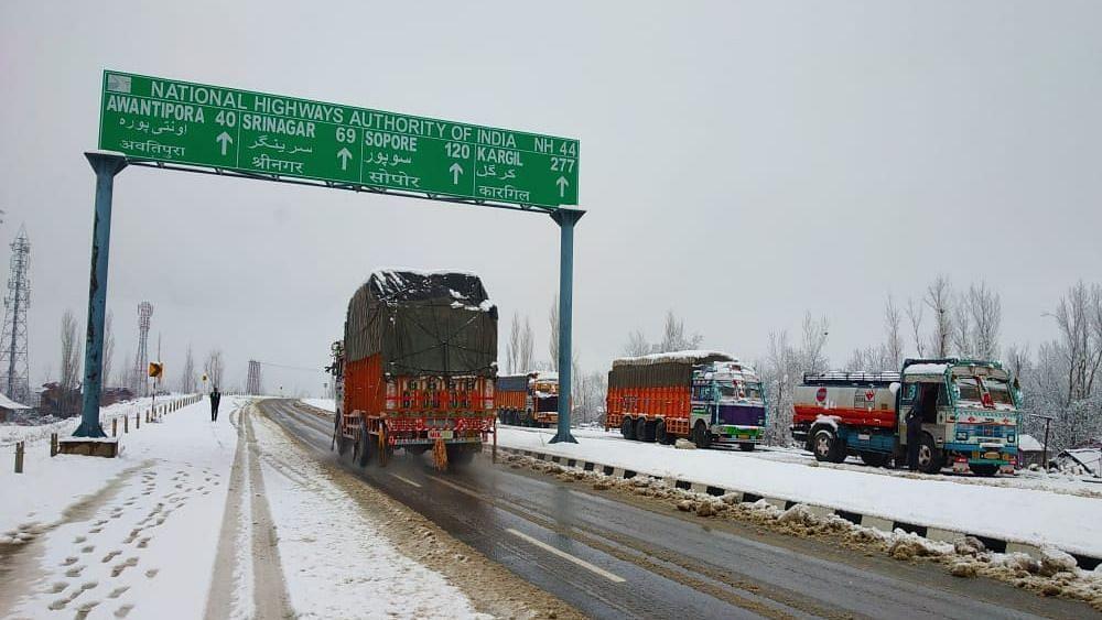 जम्मू-श्रीनगर राजमार्ग आज बंद रहेगा