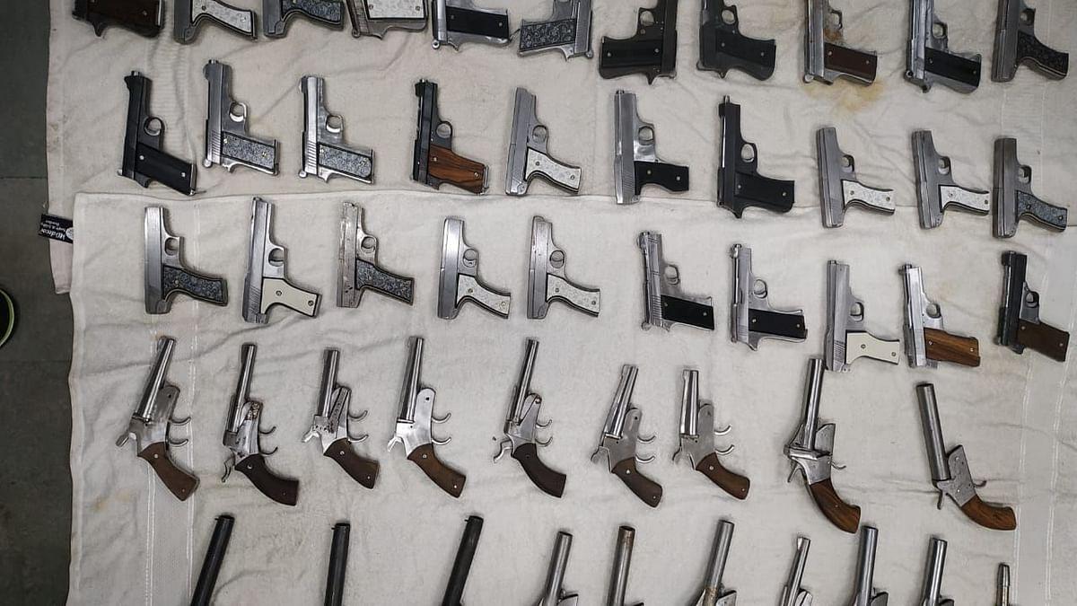 उप्र : ऑनलाइन प्लेटफॉर्म पर अवैध बंदूक बेच रहा शख्स गिरफ्तार