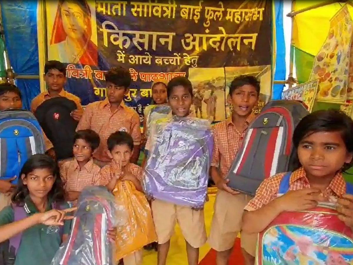 गाजीपुर बॉर्डर पर पाठशाला: कूड़ा बीनने वाले बच्चे यूनिफॉर्म पहन हर बात पर बोल रहे 'थैंक्यू'