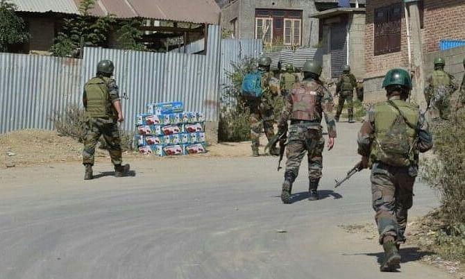पुलवामा जिले में सुरक्षाबलों और आतंकवादियों के बीच मुठभेड़, 2 आतंकी ढेर