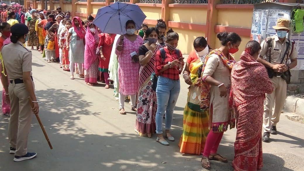 उत्तर प्रदेश: तीसरे चरण के लिए 20 जिलों में मतदान जारी
