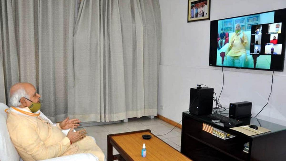 विधानसभा अध्यक्ष हृदय नारायण दीक्षित ने कोरोना को लेकर वीडियो कांफ्रेंसिंग द्वारा उन्नाव के विधायकों के साथ की बैठक