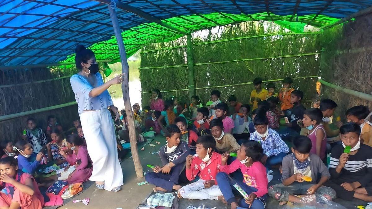 दिल्ली में फ्लाईओवर के नीचे चल रहा 'यमुना खादर पाठशाला'