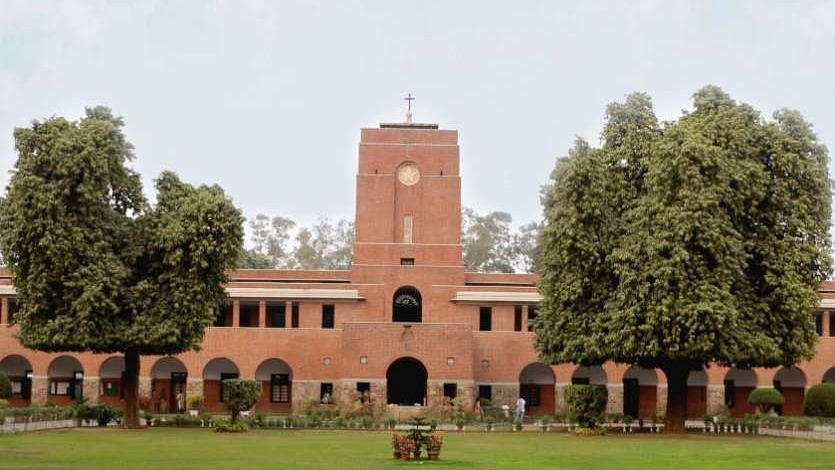दिल्ली: डलहौजी ट्रिप से लौटने पर सेंट स्टीफंस कॉलेज के 13 छात्र कोरोना पॉजिटिव, मचा हड़कंप