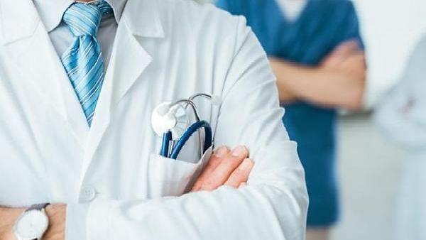 रामपुर: काम के तनाव के चलते नर्स ने डॉक्टर को जड़ दिया थप्पड़, देखें Video