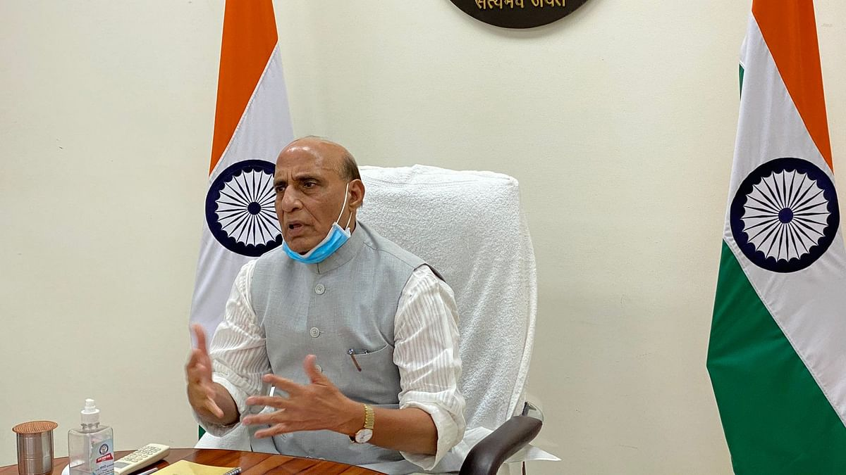 राजनाथ सिंह ने सेवा प्रमुखों के साथ कोविड की स्थिति की समीक्षा की