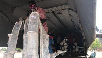 Delhi-NCR में ऑक्सीजन सिलेंडर और दवाई एयरलिफ्ट कर रही वायुसेना