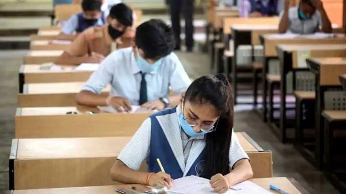 CBSE Board Exams 2021: 10वीं बोर्ड परीक्षा रद्द और 12वीं बोर्ड परीक्षाओं को किया गया स्थगित