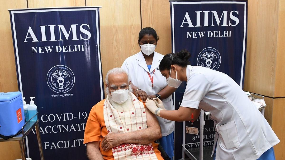 प्रधानमंत्री मोदी ने AIIMS में कोवैक्सीन की दूसरी डोज ली