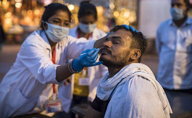 दिल्ली में एक दिन में दर्ज हुए सबसे ज़्यादा COVID-19 केस, पिछले 24 घंटे में सामने आए 25,462 मामले