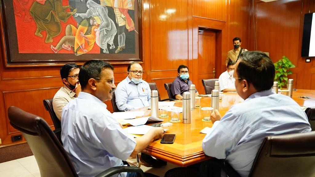 दिल्ली में कोरोना मामले पर आपात बैठक आज