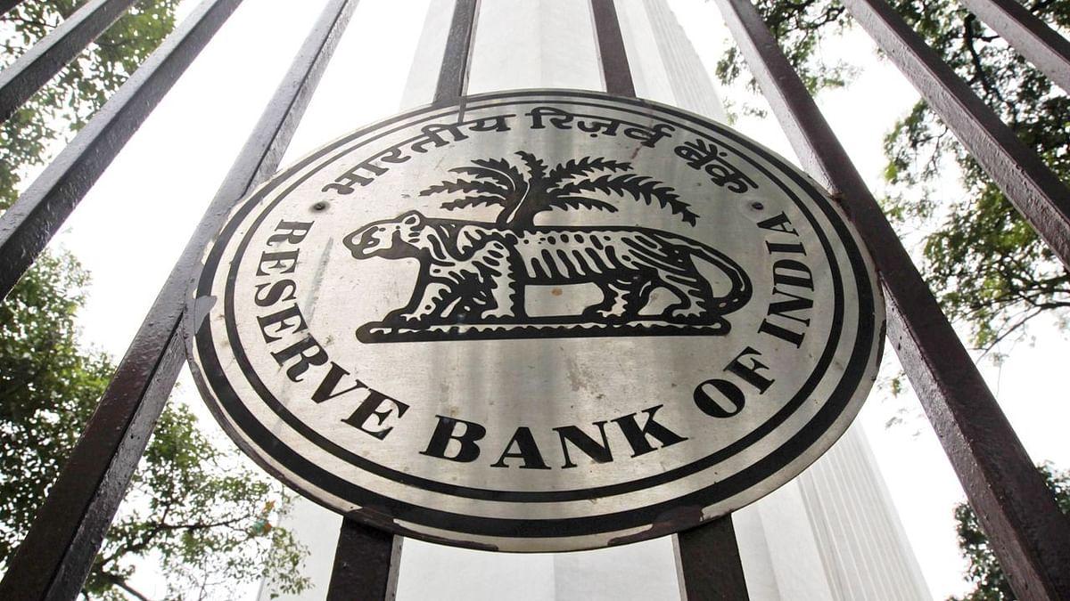 RBI ने बैंकों से कहा, 'ब्याज पर ब्याज' वापस करने की नीति बनाएं