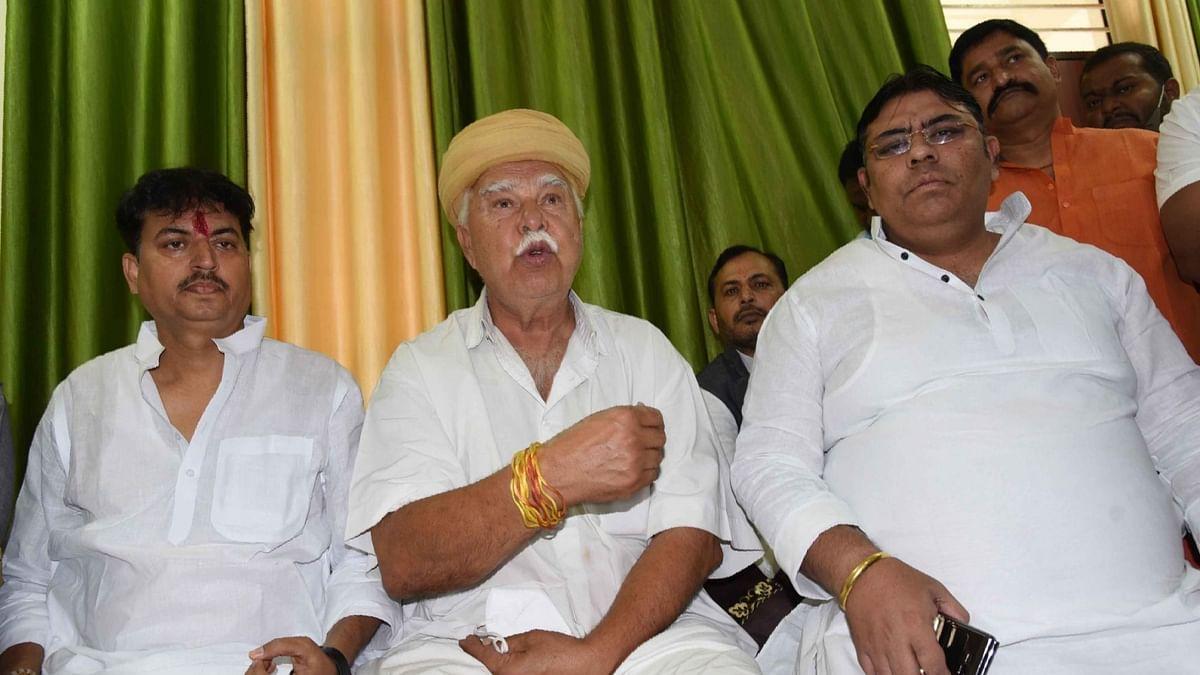 मोहम्मदपुर मुख्य आरोपी के गांव पहुंचकर करणी सेना ने किया हंगामा