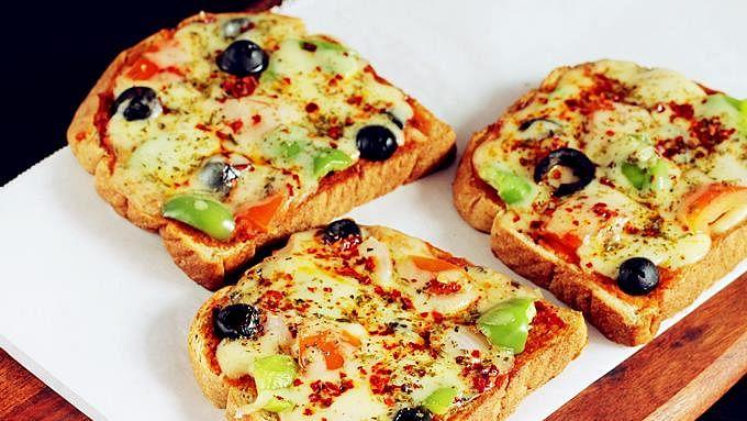 Recipe: Bread Pizza (ब्रेड पिज़्ज़ा)