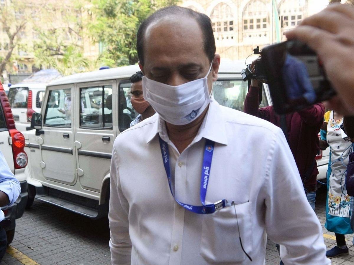 प्रदीप शर्मा ने मुंबई के होटल में भाजपा नेता से वाजे को फिर से बहाल करने को कहा था
