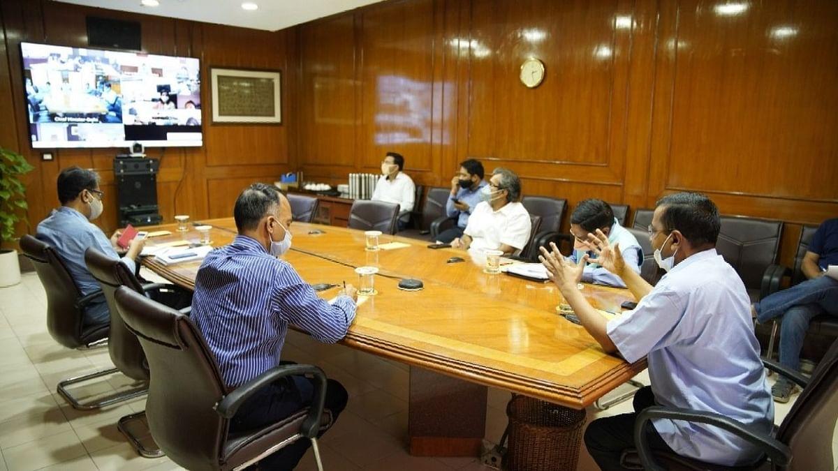 दिल्ली : कोरोना पर केजरीवाल ने की तीनों एमसीडी कमिश्नर, मेयर के साथ बैठक