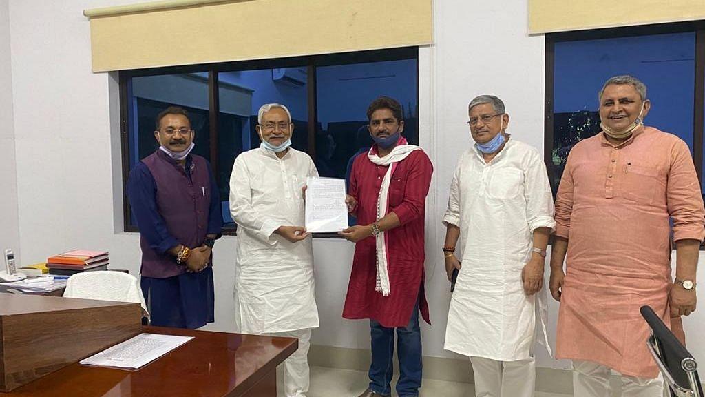 बिहार: लोजपा का एकमात्र विधायक JDU में शामिल