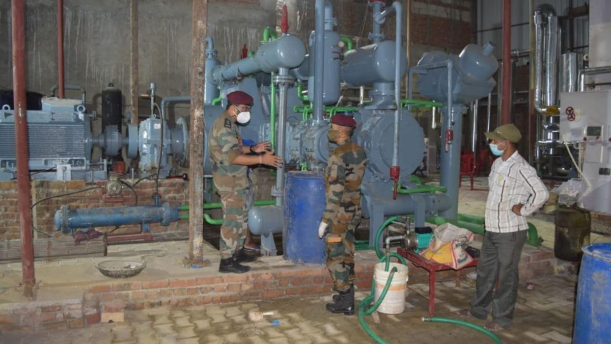 आगरा में ऑक्सीजन की आपूर्ति बढ़ाने के लिए सशस्त्र बल और स्थानीय प्रशासन ने मिलाया हाथ