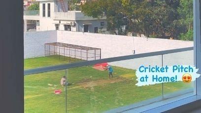 नेहा कक्कड़ अपने भाई टोनी के लिए घर में ही तैयार करा रहीं क्रिकेट पिच