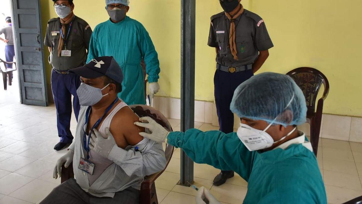लखनऊ: रेलवे कर्मचारियों को लगी वैक्सीन