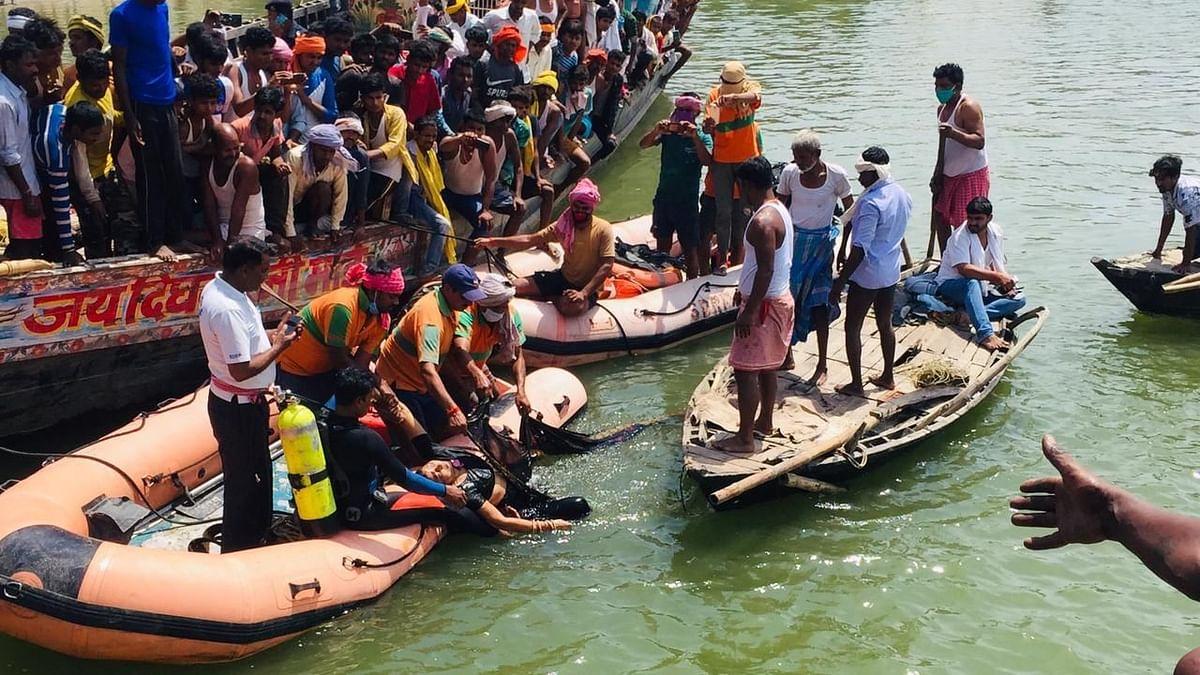 बिहार: गंगा नदी में गिरी सवारियों से भरी जीप, 9 की मौत