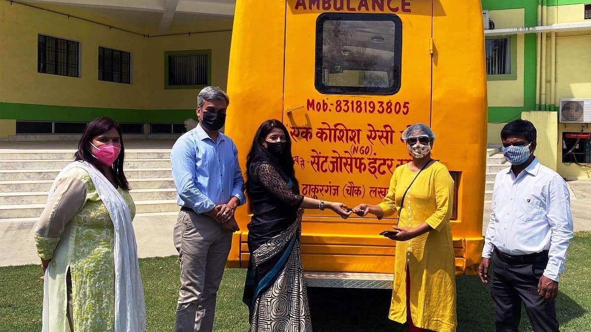 सेंट जोसेफ इंटर कॉलेज संस्था ठाकुरगंज द्वारा कोरोना पीड़ितों को प्रयुक्त करने के लिए दी गयी एक बस