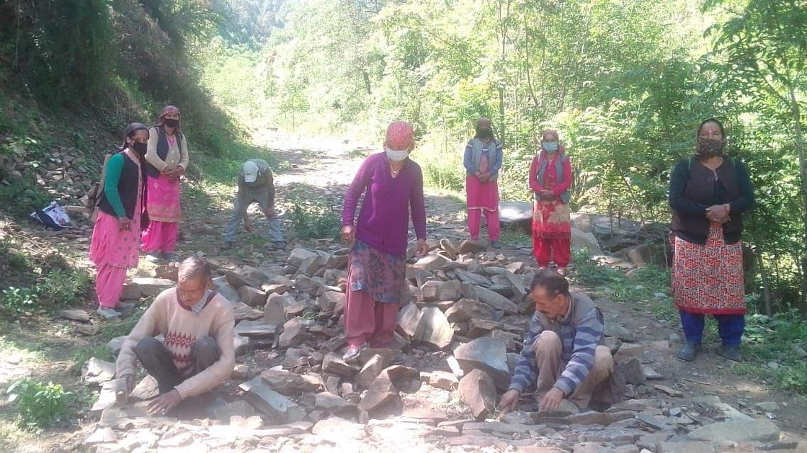 मनरेगा बना ग्रामीणों का सहारा, सात लाख नए लोगों को मिला रोजगार