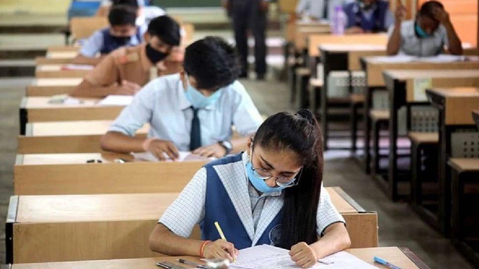 लखनऊ: कोरोना के बढ़ते संक्रमण के बीच पढ़ाई के लिए उत्तर प्रदेश सरकार ने जारी की नई गाइडलाइन