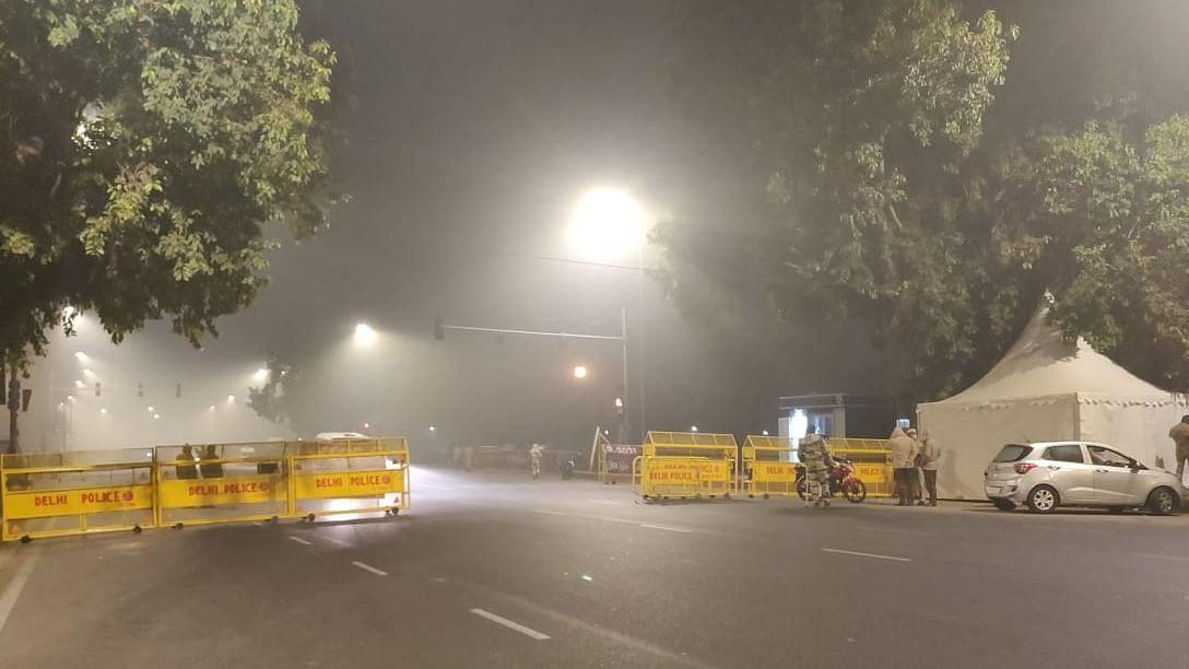 दिल्ली में रात का कर्फ्यू: किन-किन को छूट और कैसे हासिल करें ई-पास