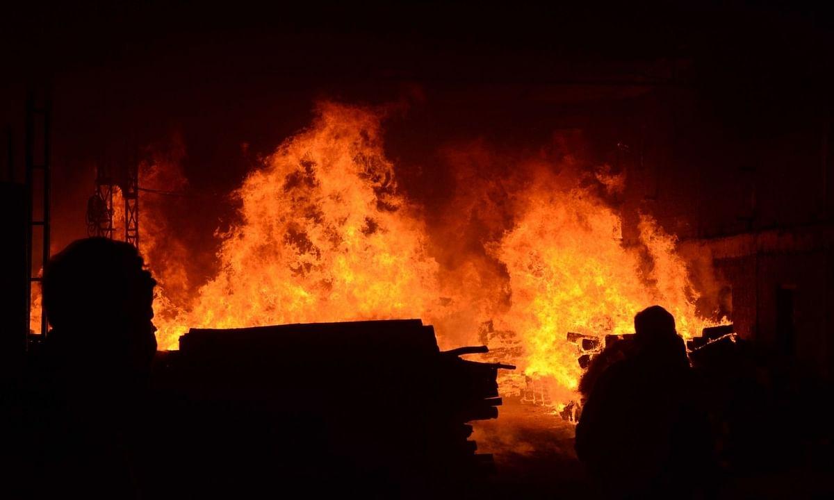 बिजनौर: पटाखा बनाते समय फैक्ट्री में लगी आग, 5 की मौत