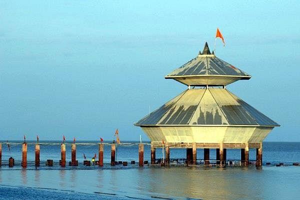 भगवान शिव दिन में दो बार दर्शन देकर समा जाते हैं समुद्र की गोद में, जानिए इस अनोखे मंदिर के बारे में