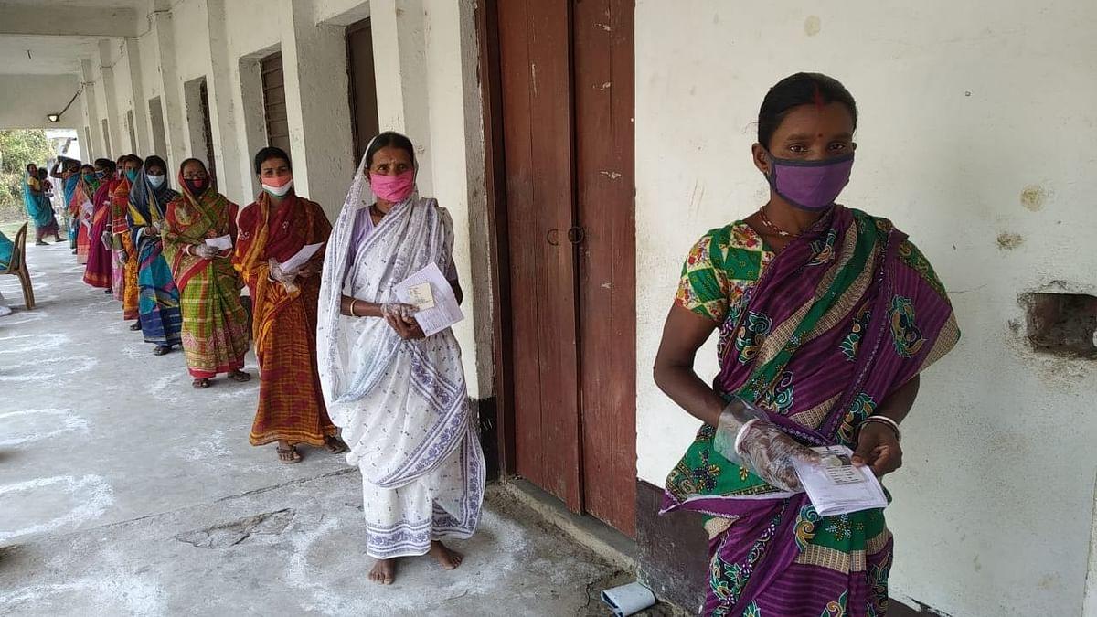 पश्चिम बंगाल में 30 विधानसभा सीटों पर दूसरे चरण का मतदान जारी