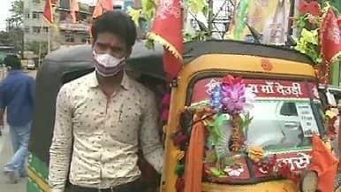 झारखंड: कोविड 19 मरीजों में आशा की लौ जला रहे ऑटो चालक रवि, मुफ्त में पहुंचा रहे अस्पताल