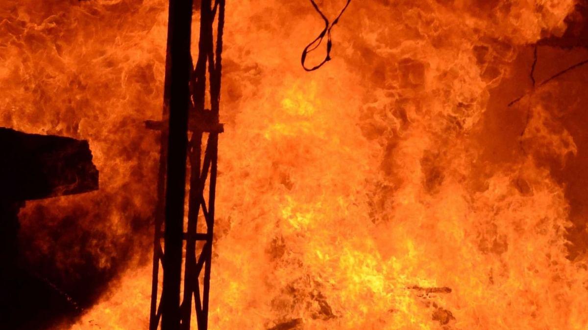 माचिस की तीलियों से खेलने के कारण लगी आग, नवजात की मौत