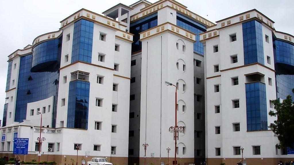 डॉ राम मनोहर लोहिया अस्पताल की बड़ी लापरवाही.. जीवित महिला को किया मृत घोषित