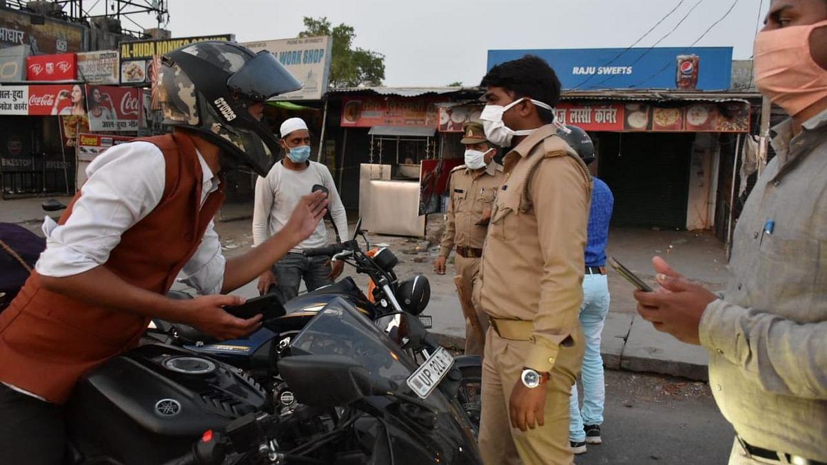 लॉकडाउन: पुलिस द्वारा वाहन चेकिंग अभियान में कोई दिखा रहा डॉक्टर का पर्चा तो कोई करा रहा फोन पर बात