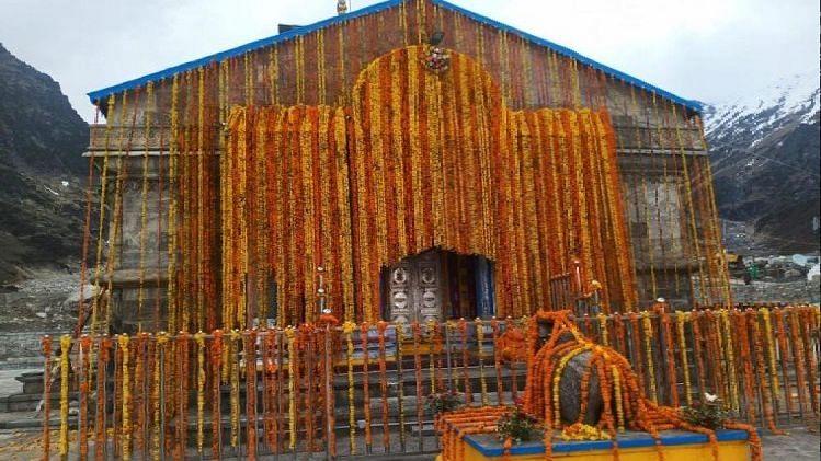 केदारनाथ धाम के कपाट खुले, प्रधानमंत्री मोदी के नाम से रूद्राभिषेक