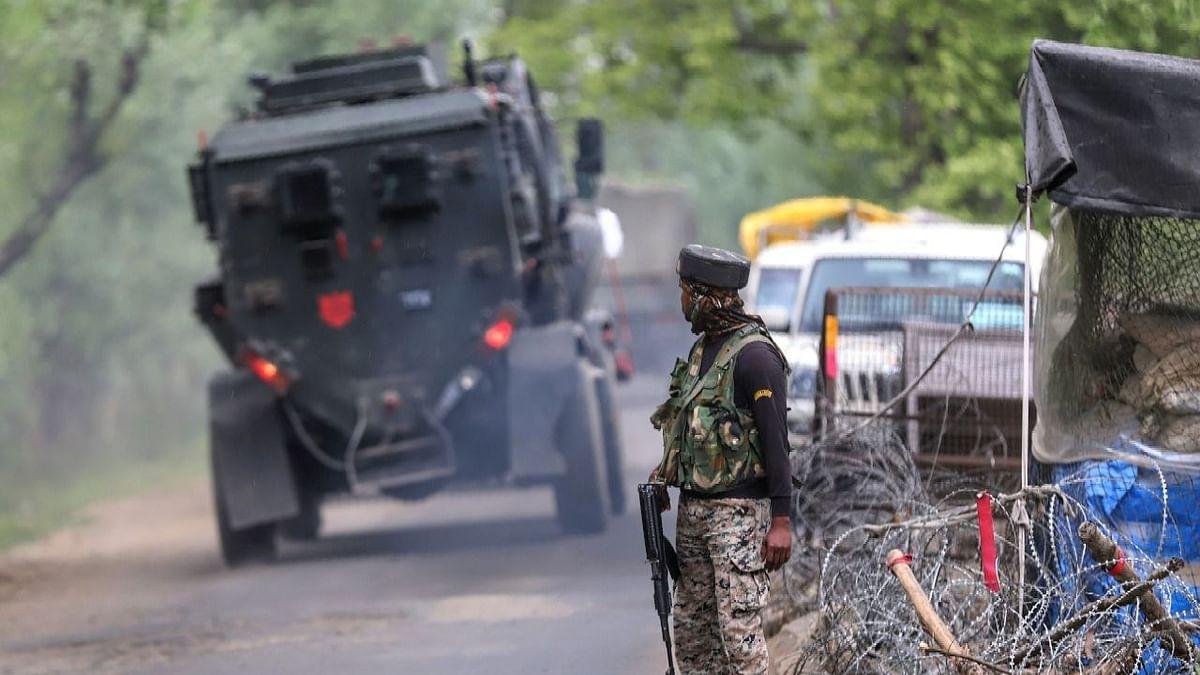 कश्मीर : सोपोर मुठभेड़ में 2 आतंकी ढेर