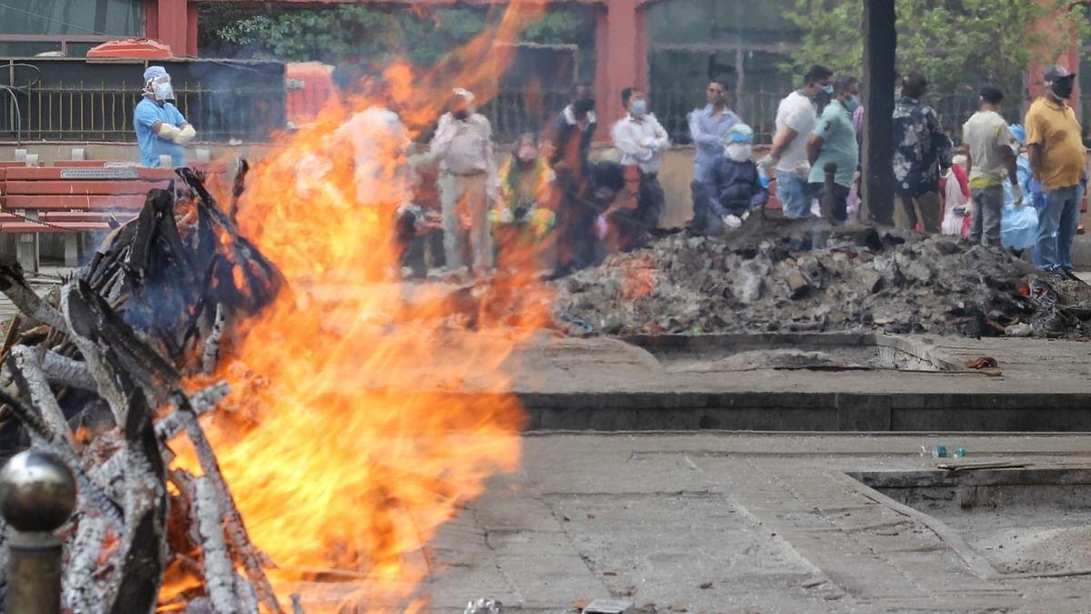 दिल्ली में एक हफ्ते में 2,173 की मौत, श्मशान में जगह हुई खाली