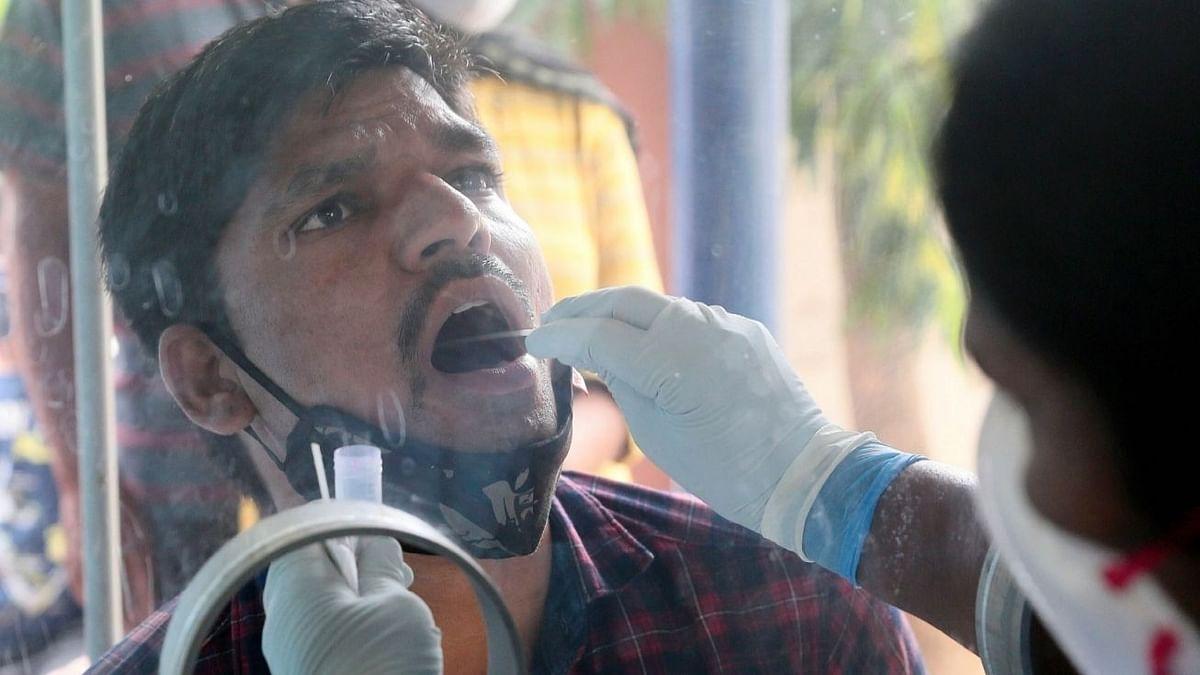 उत्तर प्रदेश में कोविड संक्रमण 30 दिन में 90% घटा