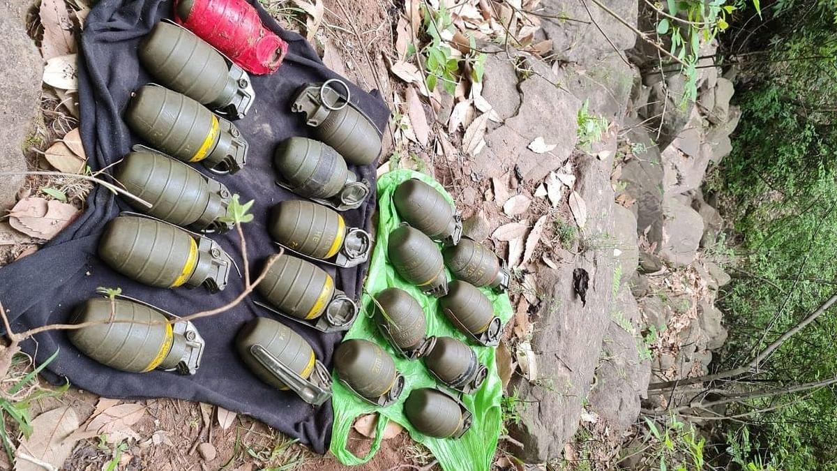 सुरक्षा बलों ने जम्मू-कश्मीर के पुंछ में 19 ग्रेनेड बरामद किए