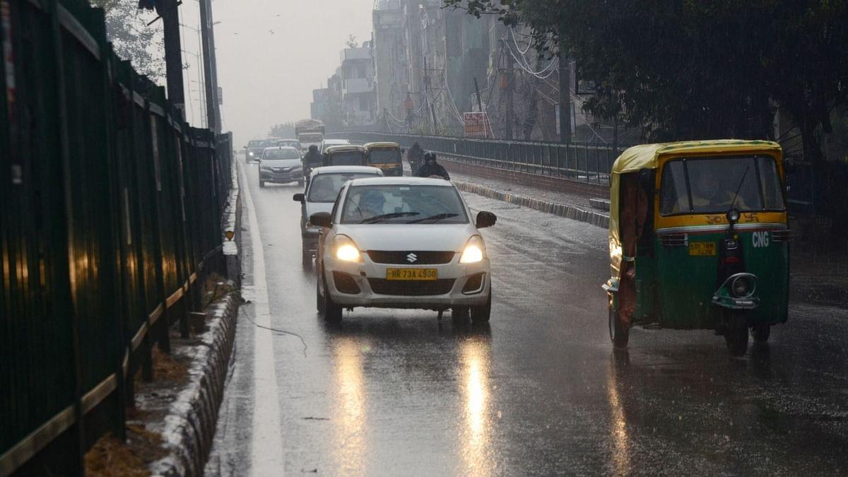 कमजोर तौकते के चलते दिल्ली-एनसीआर में बेमौसम बारिश