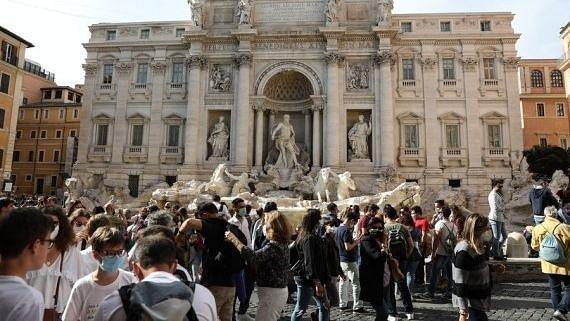 कोरोना के बढ़ते मामलों के बावजूद इटली में ढील