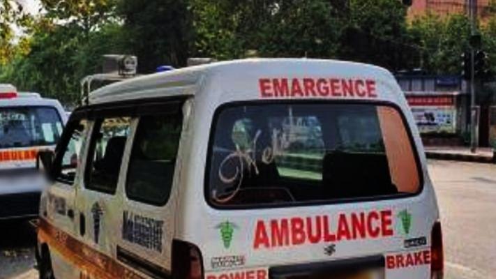 बढ़ती मौतों पर शोर मचने के बाद आगरा के गांवों तक पहुंची मदद
