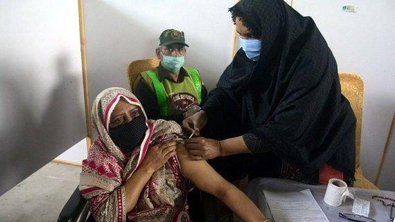 पाकिस्तान ने 30 से 39 आयु वर्ग के लिए कोविड टीकाकरण शुरू किया
