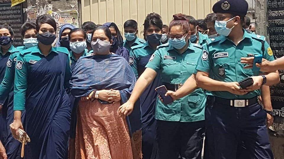 सरकारी दस्तावेज 'चोरी' करने के आरोप में बांग्लादेश पत्रकार को जेल