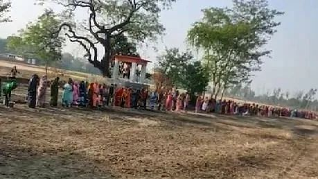 उत्तर प्रदेश के गांवों में महिलाओं ने की 'कोरोना माई' की पूजा