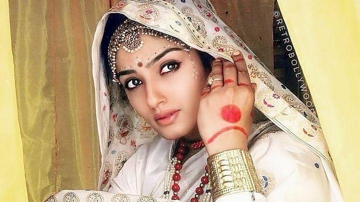 रवीना टंडन ने फिल्म 'दामन' की पुरानी तस्वीर साझा की