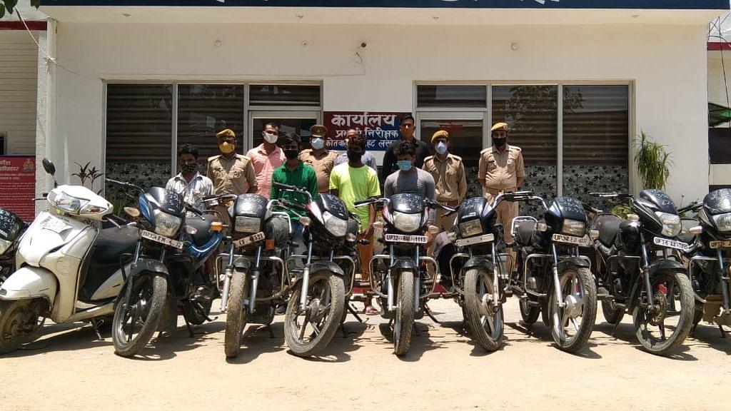 चिनहट थाने मे चोरी की 11 मोटर साइकिल के साथ पुलिस की गिरफ्त मे आरोपी युवक