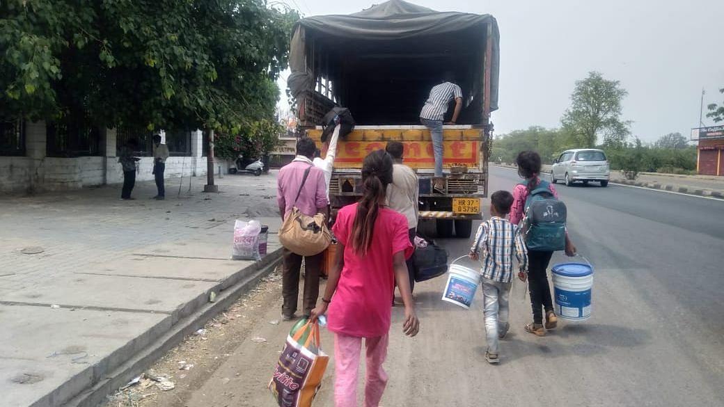 संपूर्ण लॉकडाउन के दौरान श्रमिकों का अपने घर वापसी का दौर जारी- सीतापुर रोड